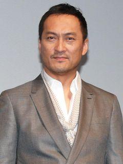 渡辺謙、帰国して舞台あいさつにサプライズ登場!ディカプリオの「日本の国宝」発言に照れ!