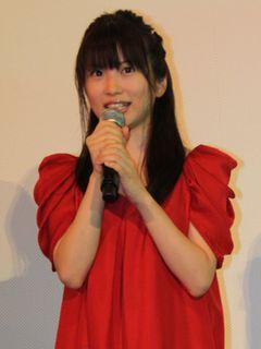 志田未来、アリエッティ彷彿させる赤ワンピで『借りぐらしのアリエッティ』初日舞台あいさつ!