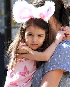 トム・クルーズの娘スーリちゃん、パパの撮影現場でキャスト相手に空想のベーカリーを開店