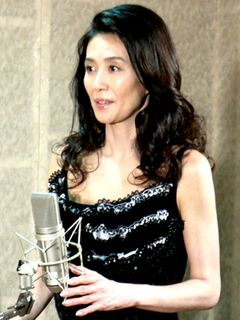 萬田久子、胸元が開いたドレスで大人の色香ムンムン!元高級娼婦の設定に「通じるものはある」