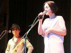 『Shall We ダンス?』周防監督の従兄弟は人気音楽家!「ハゲタカ」主題歌の歌手と組んだライブが盛況!!