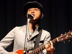 藤井フミヤ、4年ぶりに作詞作曲を手がけた新曲をサプライズ披露!!同郷の高良健吾と意気投合!