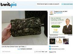 「コカインの入ったバッグはわたしのじゃない」と言い切ったパリス・ヒルトン、7月にツイッターで同じバッグを自慢