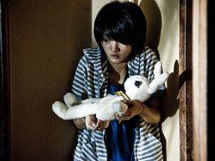 満島ひかり、『呪怨』清水崇監督との初タッグは「夏の悪夢のような日々」!ホラー初主演『ラビット・ホラー3D』がクランクアップ!!