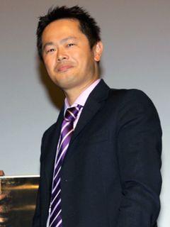 堺雅人はすごい役者!!上川隆也の芝居に注目が集まっているときでも、奥でほほ笑みの演技はやめない!!