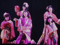 AKB48と文豪・泉鏡花の奇跡の融合!ポップな踊りと妖艶な表情で新境地を魅せる!!