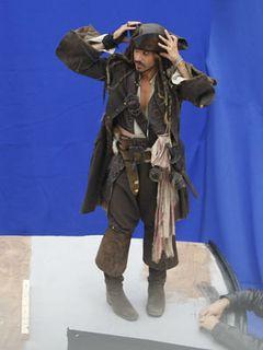 ジョニー・デップ、『パイレーツ・オブ・カリビアン4』の撮影現場にヨットで通勤
