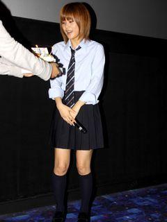 モー娘。新垣里沙、22歳だけどミニスカ女子高生ファッション!「制服を着られる限り着たい」宣言!
