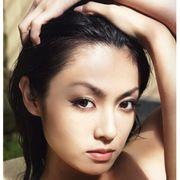 深田恭子、大胆肌露出でセクシーな大人の魅力開放!バスルームでの妖艶な姿も話題の写真集