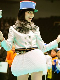 栗山千明、太もも全開!初ライブで1万1,000人を熱狂の渦へ!