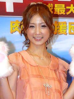小倉優子、幸せ太り!?シェイプアップでくびれ復活写真を公開!