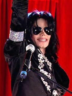 マイケル・ジャクソンさんが全盛期に使用したラインストーングローブと帽子、3,400万円で落札!