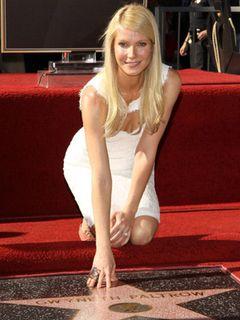 2010年ラストの星に輝いたのは、グウィネス・パルトロー!ハリウッド・ウォーク・オブ・フェイム