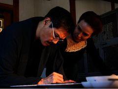 日本のノーベル賞獲得を陰で支えたサムライ化学者!12歳年下のアメリカ人妻との愛を描く