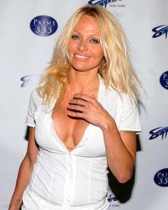 セクシー女優のパメラ・アンダーソン、動物愛護協会が選ぶ2010年パーソン・オブ・ザ・イヤーに!