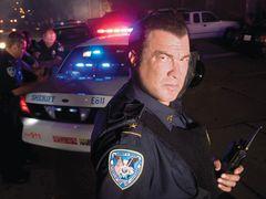 スティーヴン・セガール、実は本物の保安官代理!本物のSWAT部隊と一緒に活動!現実にカーチェイスや人質救出も!