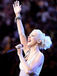 クリスティーナ・アギレラ、スーパーボウルで国歌斉唱を!「7歳のころからの夢だった」