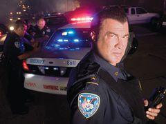 本物の警官として活躍中のスティーヴン・セガール解禁!リアルに犯罪者を逮捕!本物の銃を発砲!