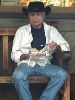 2001年に妻への射殺容疑で逮捕されたロバート・ブレイク、サイン会で問題を起こす!