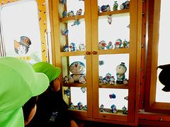 ドラえもん電車が和歌山県で運行中!ドラえもんが一日駅長に!猫の駅長たまを応援!!