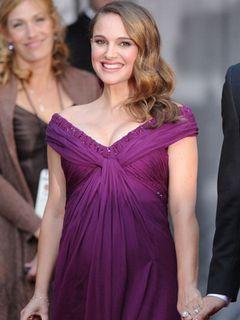 妊娠中のナタリー・ポートマンが大きなおなかでレッドカーペットに登場!