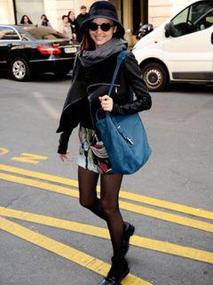 ミランダ・カー、産後2か月でパリ・ファッション・ウィークのキャットウォークに登場