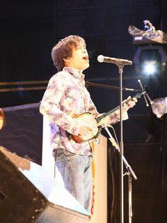THE BOOM 宮沢和史が被災地への思いを乗せ「島唄」を熱唱 いつしか観客も大合唱に…