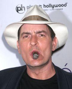 チャーリー・シーン、シーン家のゴタゴタ描く番組企画をつぶしたと訴えられる 約16億超の賠償金