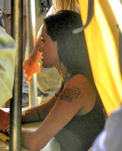 アンジェリーナ・ジョリー 左腕に新たな緯度と経度のタトゥで新たな養子の可能性