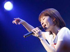 SPEEDの島袋寛子、2年ぶりのソロライブ 27歳しっとり大人の女性として魅力全開