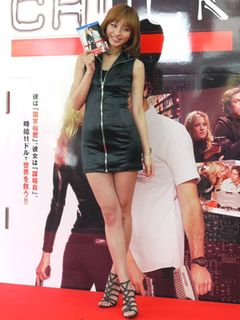 超ミニスカスパイに扮装した優木まおみ「今まで4年付き合った人も5年付き合った人もいる」と大胆告白!