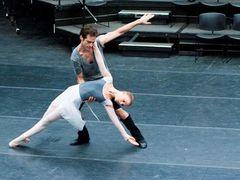 ナタリー・ポートマンと婚約者の貴重なダンスシーン画像が公開