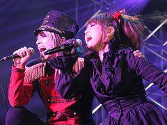 はるな愛、ロンブー淳のビジュアル系バンド「jealkb」のライブに飛び入り参加!ゴシックなドレスで熱唱!