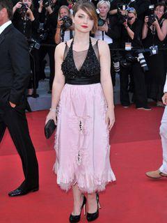 U2のボノ娘イヴ・ヒューソンは、パオロ・ソレンティーノ監督の新作でカンヌ国際映画祭デビュー!