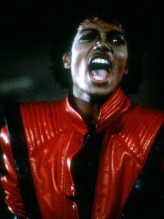 「スリラー」のPVでおなじみ、マイケル・ジャクソンさんの赤い革ジャンがオークションに出品 オンライン入札も可能