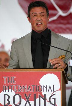 シルヴェスター・スタローン、『ロッキー』による貢献で、異例のボクシング殿堂入り!