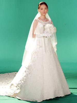 ウエディングドレス姿の新垣結衣