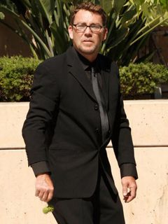 息子レッドモンドが逮捕されたライアン・オニール もう一人の息子グリフィンが自動車事故で入院