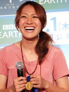 美人FW・丸山桂里奈選手、女性らしいピンクのワンピで登場!「映画を観て前向きになれた」