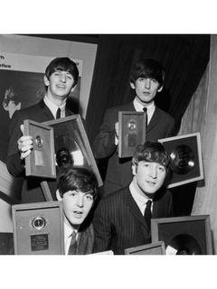 ビートルズのサイン入りレコードがオークションで112万円で落札