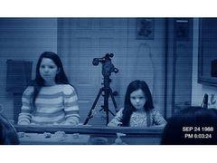 『パラノーマル・アクティビティ』第3弾、恐怖の日本版予告編が解禁!幼い姉妹を狙う恐怖がホームビデオに!