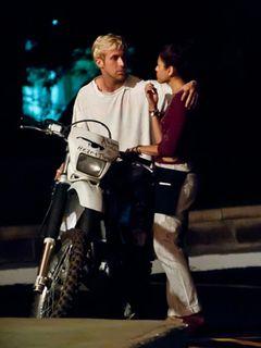 セクシー女優エヴァ・メンデスとライアン・ゴズリング、ディズニーランドで手をつないでデート