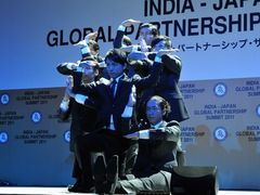 歴代首相3人が出席!須藤元気が率いるWORLD ORDERが、「日印グローバル・パートナーシップ・サミット2011」晩餐会で圧巻のパフォーマンス!