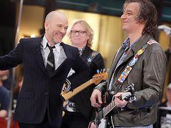米ロックバンドR.E.M.解散 オフィシャルサイトにて発表