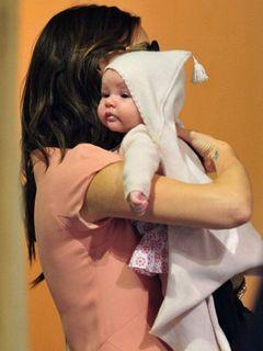 デヴィッド&ヴィクトリア・ベッカム、生後3か月の愛娘ハーパーちゃんのパスポートを取得