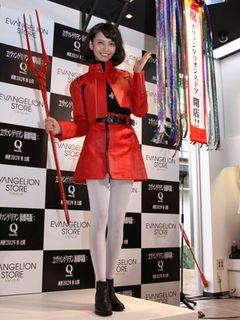 「エヴァ」公式ストアが原宿にオープン!加藤夏希は葛城ミサトのコスプレで登場!