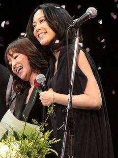 木村佳乃、女児出産後初の公の場にサプライズ登場!その表情はママの笑顔で幸せいっぱい!!