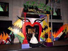 レディー・ガガ、高級百貨店とコラボ!バーニーズ ニューヨークがガガ一色に!