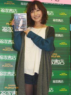 小野真弓、エロすぎる写真集に続いてDVDも発売!交際順調宣言も飛び出し「クリスマスも一緒にいたい」とノロける