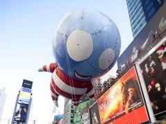 ティム・バートン監督デザインの巨大バルーンキャラクターがニューヨークに出現!感謝祭のパレードで